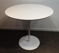 Rundt møtebord med hvit bordplate og hvitt understell, Ø=80cm, brukt med noe slitasje