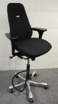 Kinnarps Synchrone 8000 / Plus 8, høy rygg, nytrukket i sort, høy lift 65-95cm, pent brukt