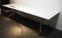 Møtebord / kantinebord / klappbord på hjul fra Wilkhahn i hvitt / krom, sammenleggbart, 320x90cm, pent brukt