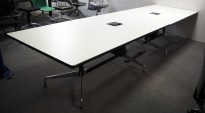 Møtebord i hvitt med sort kant, Vitra Eames Segmented Table, 400x110cm, 12-14personer, pent brukt