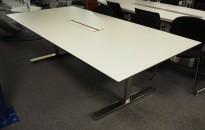 Møtebord i hvitt med sort kant / krom fra Horreds, 240x120cm, 8-10 personer, pent brukt