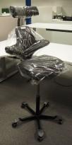 Ergonomisk kontorstol Håg Capisco med nakkepute nytrukket i sort stoff, rett sete, høy lift 85cm, NYTRUKKET / pent brukt