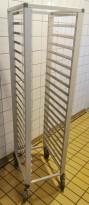 Brettralle / brettvogn med 20 hyller for kantinebrett(33x53cm), 171cm høyde. pent brukt