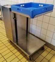 Brettdispenservogn for standard oppvaskbakker med kopper / glass + 2 tallerkensøyler, pent brukt