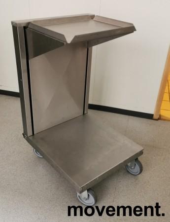 Dispenservogn for kantinebrett i rustfritt stål, komplett med ca 100 brett, pent brukt bilde 6
