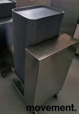 Dispenservogn for kantinebrett i rustfritt stål, komplett med ca 100 brett, pent brukt bilde 2