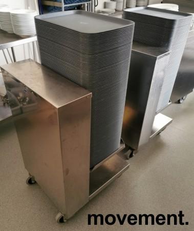 Dispenservogn for kantinebrett i rustfritt stål, komplett med ca 100 brett, pent brukt bilde 5