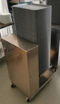 Dispenservogn for kantinebrett i rustfritt stål, komplett med ca 100 brett, pent brukt