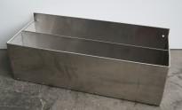 Spritrack / flaskestativ i rustfritt stål, 54x21cm, høyde 20cm, for oppheng på vegg e.l., pent brukt