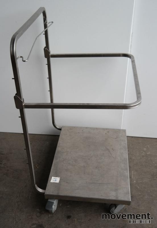 Tralle med bøylehåndtak i rustfritt stål, justerbart stativ for skittentøysekk e.l., 70x60cm, høyde håndtak 104cm, pent brukt bilde 2