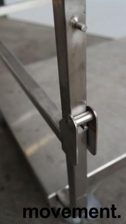 Tralle med bøylehåndtak i rustfritt stål, justerbart stativ for skittentøysekk e.l., 70x60cm, høyde håndtak 104cm, pent brukt bilde 3