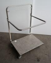 Tralle med bøylehåndtak i rustfritt stål, justerbart stativ for skittentøysekk e.l., 70x60cm, høyde håndtak 104cm, pent brukt