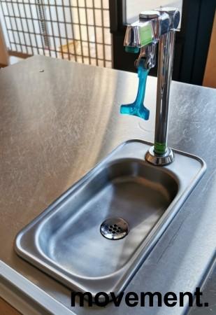 Vanndispenser for montering i benkeplate med avløp, med kjøleaggregat, pent brukt bilde 1