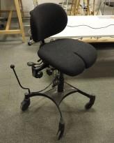 Vela Tango kontorstol / arbeidsstol på hjul med lås, sort stoff, pent brukt