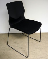 Konferansestol fra Fourdesign, modell Foursure i sort / sete i sort stoff, pent brukt