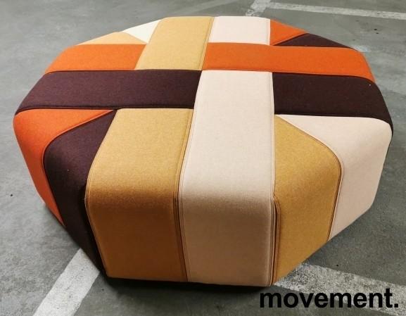 Stor, åttekantet sittepuff fra Materia i flerfarget stoff, Ribbon serie, Ø=120cm H=41cm, pent brukt bilde 1