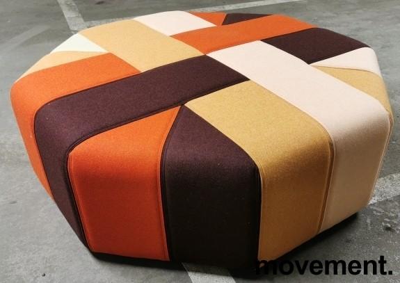 Stor, åttekantet sittepuff fra Materia i flerfarget stoff, Ribbon serie, Ø=120cm H=41cm, pent brukt bilde 3
