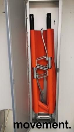 Sykebåre for beredskap i bedriften, sammenleggbar modell i vegghengt aluminiumsskap, pent brukt bilde 1
