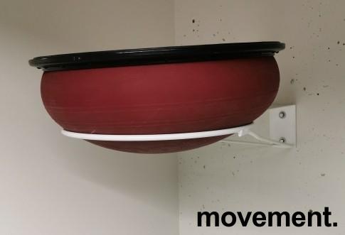 Veggfestet stativ for plassering av gymball i treningsrom, Ø=40 på ring, bygger 85cm ut fra vegg, pent brukt bilde 2