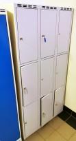 Garderobeskap i grålakkert stål 9 rom / 3 høyder, lysegrått, 90cm bredde, pent brukt