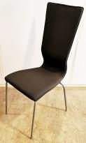 Konferansestol fra EFG HovDokka i grått stoff med litt brunskjær, grå ben, høy rygg. modell GRAF, pent brukt