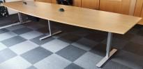 Møtebord i eik laminat fra EFG, 400x120cm, passer 12-14 personer, pent brukt