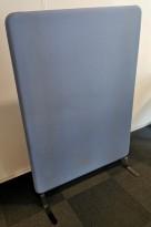 Lyddempende skillevegg, lyst blått stoff  100cm bredde, 146,5cm høyde, Abstracta Softline, pent brukt