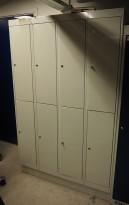 Garderobeskap i stål fra Eskoleia, 8 rom / 2 høyder, lys grå, låsbart med hengelås, bredde 120cm, høyde 189cm, pent brukt