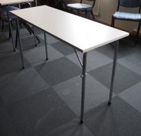 Konferansebord / klappbord i lys grå laminat understell i krom fra NCP, 120x45cm bordplate, pent brukt