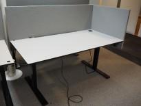 Skrivebord elektrisk hevsenk, Edsbyn, gråbeige bordplate, sort understell, grå, 160x80cm, pent brukt
