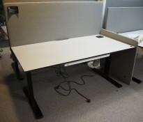 Skrivebord elektrisk hevsenk, Swedstyle, gråbeige bordplate, sort understell, grå, 160x80cm, pent brukt