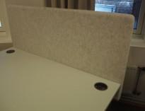 Bordskillevegg / skjermvegg for skrivebord fra EFG, lysegrått, ullmelert stoff, 120x60cm, pent brukt