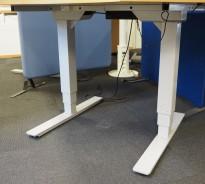 Understell for skrivebord med elektrisk hevsenk i grålakkert stål fra Norgesmøbler, passer plater 120cm, pent brukt