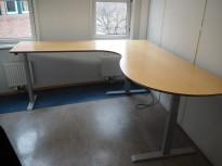 Linak elektrisk hevsenk hjørneløsning skrivebord i bøk, 200x200cm, sving på venstre side, pent brukt