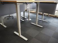 Understell for skrivebord med elektrisk hevsenk i grålakkert stål fra Norgesmøbler, passer plater 140cm eller større, pent brukt
