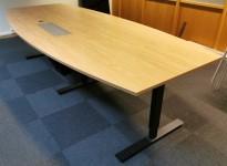 Møtebord i eikelaminat, 280x120cm, sort understell, passer 8-10 personer, pent brukt