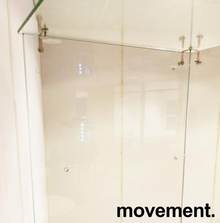 Glassmonter / premieskap, 51cm bredde, 46cm dybde, 181cm høyde, åpen bakside, pent brukt bilde 3