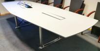 ForaForm Colonnade møtebord i lyst grått / krom, 300x128cm, passer 10-12 personer, pent brukt