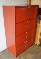 Vintage / retro arkivskap i rødlakkert stål, 4skuffers, 80cm bredde, høyde 127cm, pent brukt