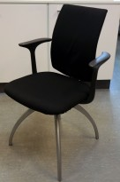 HÅG H05 Visit konferansestol / besøksstol NYTRUKKET i sort stoff / grå ben, armlene, nytrukket