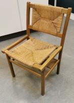 Vintage / retro flettestol fra 1972 i syrebeiset furu, pent brukt