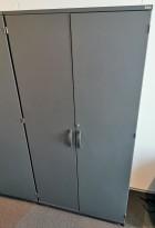 Kinnarps E-serie skap med dører, mørk grå, 4 permhøyder, 80cm bredde, 164cm høyde, pent brukt