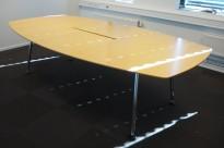 Møtebord fra Skandiform i bjerk finer, 250x140cm, passer 8-10 personer, pent brukt
