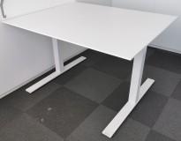 Kompakt møtebord fra Kinnarps i hvitt, Oberon serie, 120x100cm, passer 4 personer, pent brukt