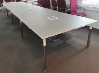 Stort møtebord fra Materia, modell: Angle, 6000x140cm, grå linoleum plater / krom ben, 20-24 personer, pent brukt