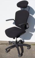 Savo Maxikon med høy rygg, nakkepute og armlene, sort stoff, sort kryss, pent brukt