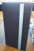 Bordskillevegg / skjermvegg for skrivebord fra EFG, sort stoff, 120x62cm, pent brukt