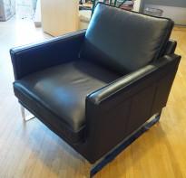Skinnstol / lenestol, 1seter, Melba fra Ikea, sort skinn, 76cm bredde, krom ben, pent brukt
