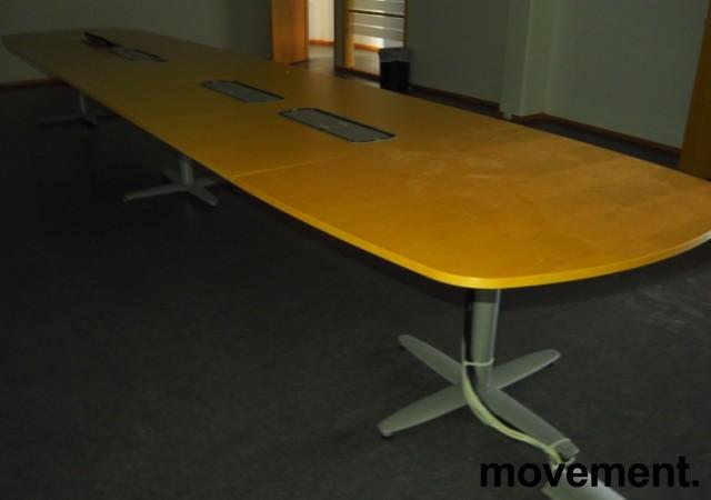 Stort møtebord Kinnarps T-serie i bjerk / grått, 600x120cm for 20-22 personer, pent brukt bilde 1