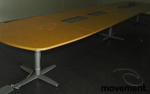 Stort møtebord Kinnarps T-serie i bjerk / grått, 600x120cm for 20-22 personer, pent brukt bilde 2